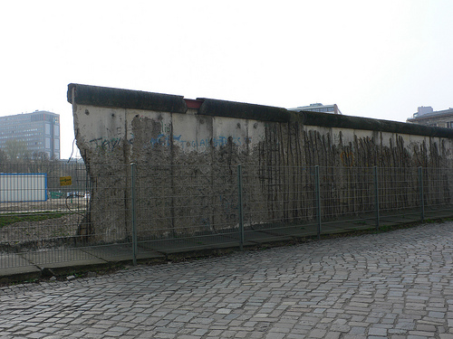what was the point of the berlin wall
