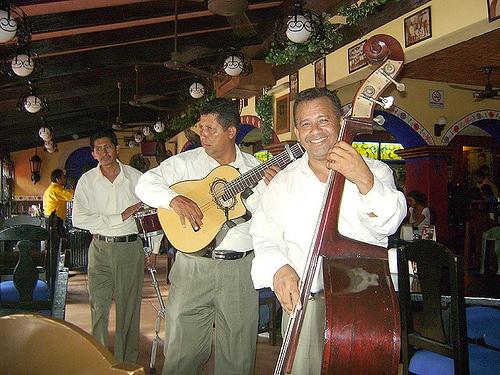 Restaurant music in Cancun