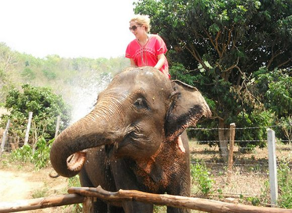 Playing with elephants in Chaing Mai Photo: MeltedStories.com