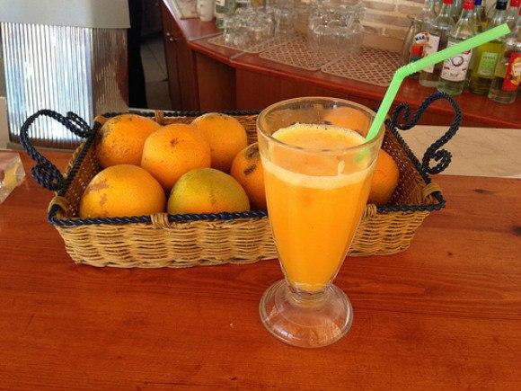 Fresh Orange juice at Windmill Studios Hotel Photo: Heatheronhertravels.com