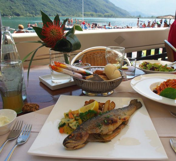 Lunch at Gretl am See with a view of Lake Caldaro / Kaltern in South Tyrol Photo: Heatheronhertravels.com