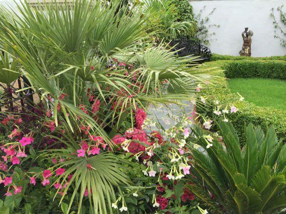 Charleston Garden at RHS Hampton Court Flower Show Photo Heatheronhertravels.com