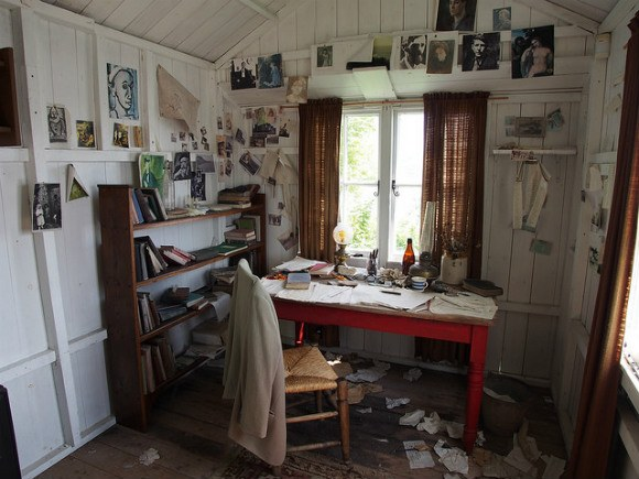 Dylan Thomas writing shed in Laugherne Photo: Heatheronhertravels.com