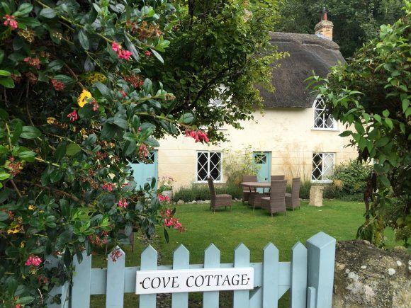 Dorset cottage at Lulworth cove Photo: Heatheronhertravels.com