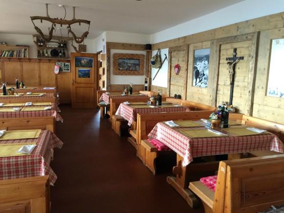 Dining room at kolnerhutte in South Tyrol Photo: Heatheronhertravels.com