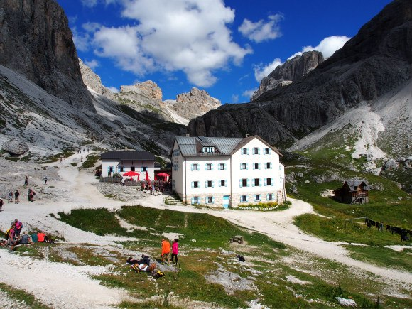 Rifugio Vaiolet in South Tyrol Photo: Heatheronhertravels.com