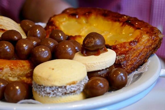 Argentina snacks - Alfajor biscuit Photo: Heatheronhertravels.com