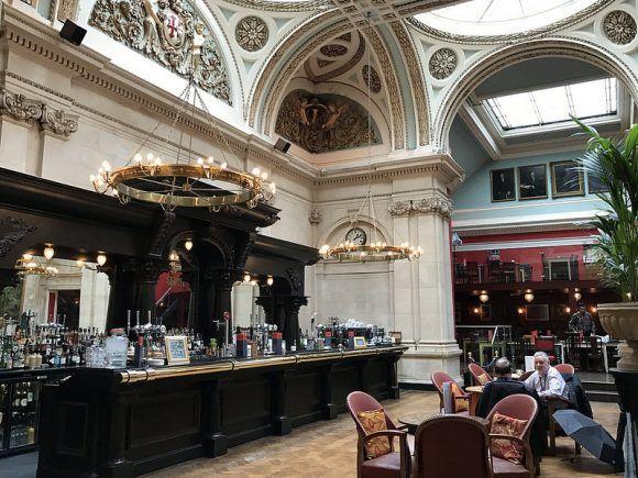 Cosy club in Bristol photo: Heatheronhertravels.com