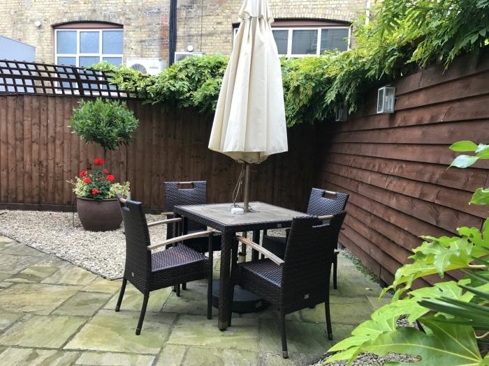 Garden of Vicarage Suite at Vanbrugh House Hotel in Oxford