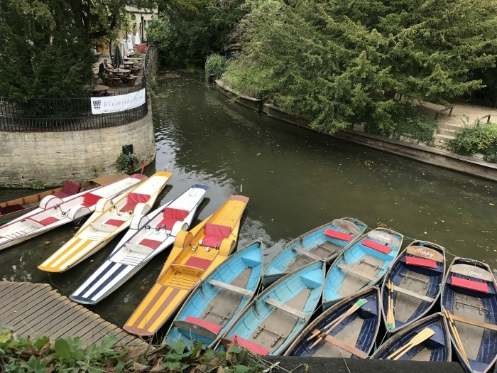 Punts at Magdalen Bridge - weekend in Oxford photo Heatheronhertravels.com
