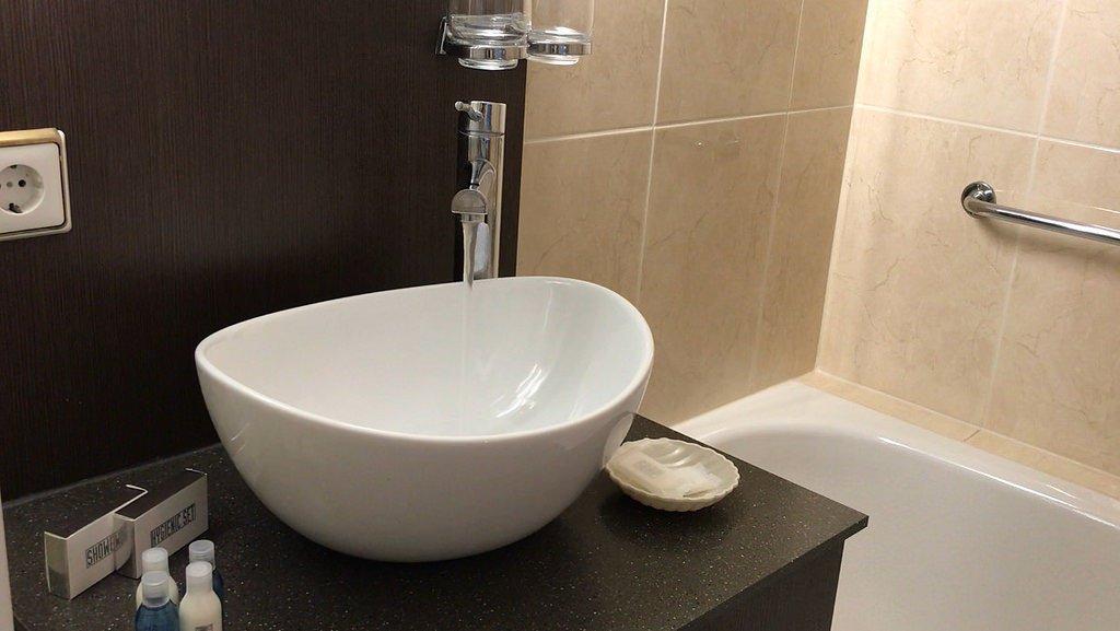 Bathroom on MS Serenade
