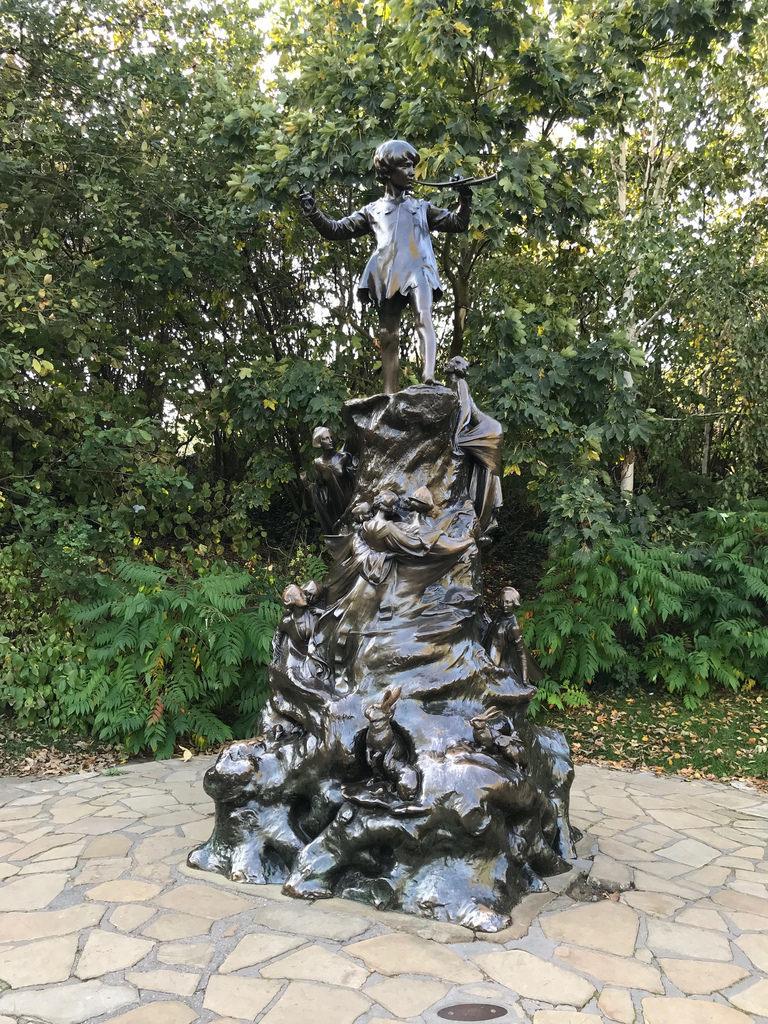 Peter Pan statue Kensington Gardens Photo Heatheronhertravels