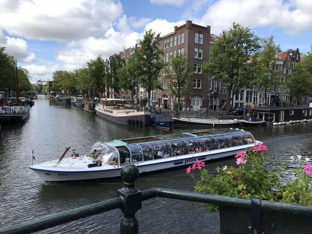 Amsterdam boat trip Photo Heatheronhertravels.com