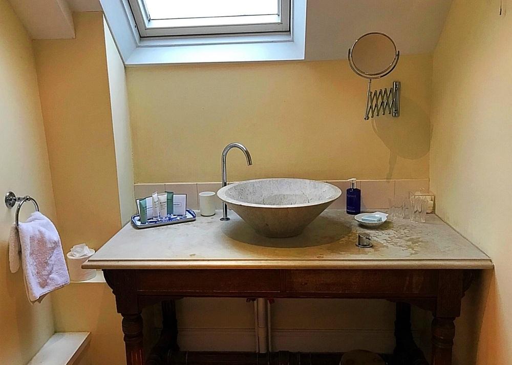 Our bathroom in Sandown - Bruern Cottages - Photo Heatheronhertravels.com
