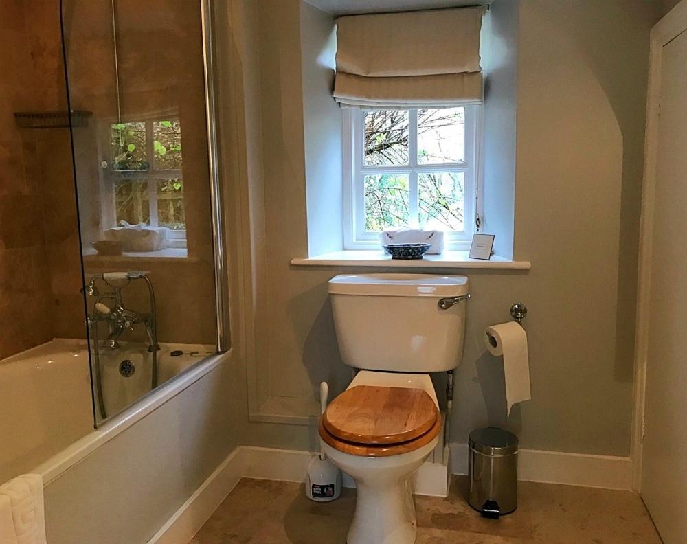 Bathroom Sandown - Michael Paul Holidays - Bruern Cottages - Photo Heatheronhertravels.com