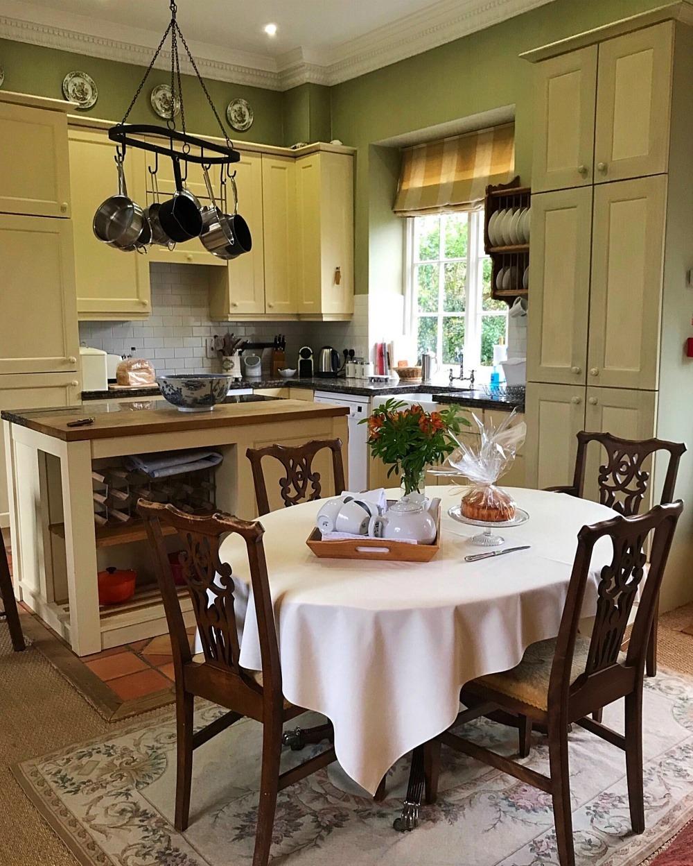 Kitchen Sandown - Bruern Cottages - Photo Heatheronhertravels.com