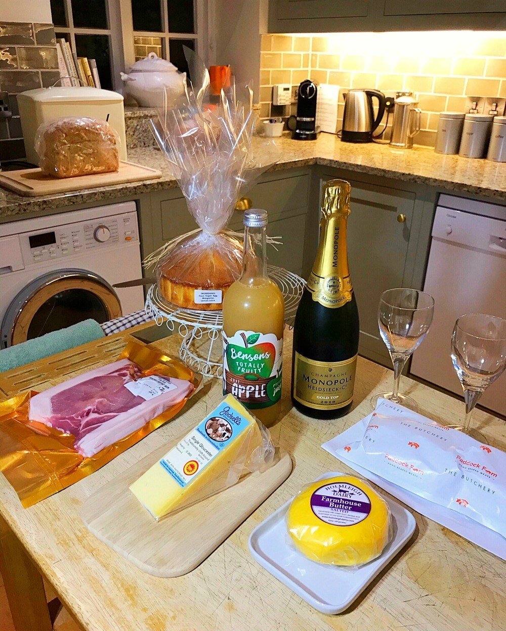 Welcome pack at Bruern Cottages - Photo Heatheronhertravels.com