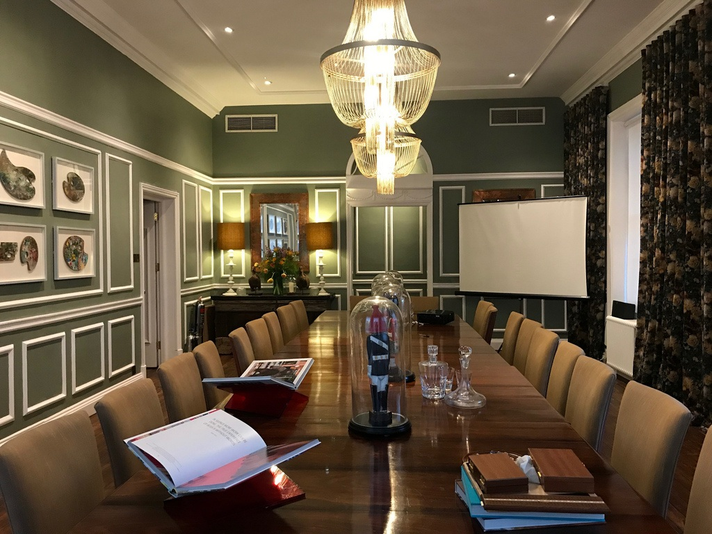 Hotels in Richmond London - The library at Richmond Harbour Hotel