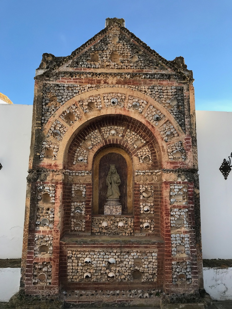 Places to see in Faro - Bone chapel in Faro Cathedral