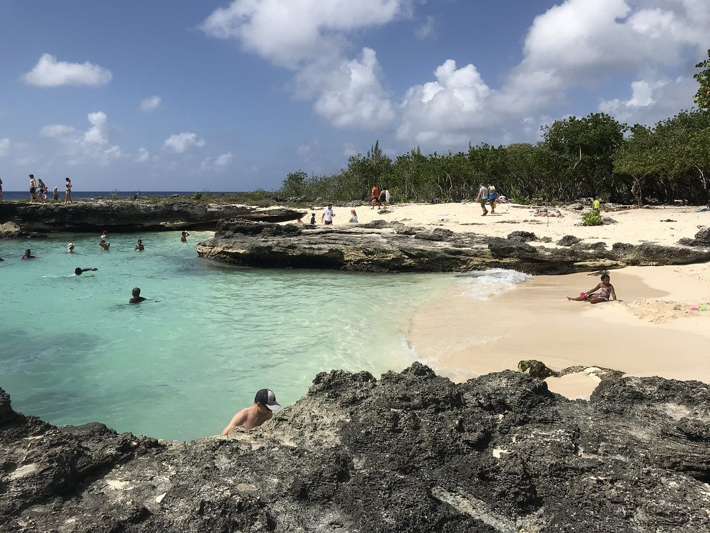 Smith Cove in Cayman Islands