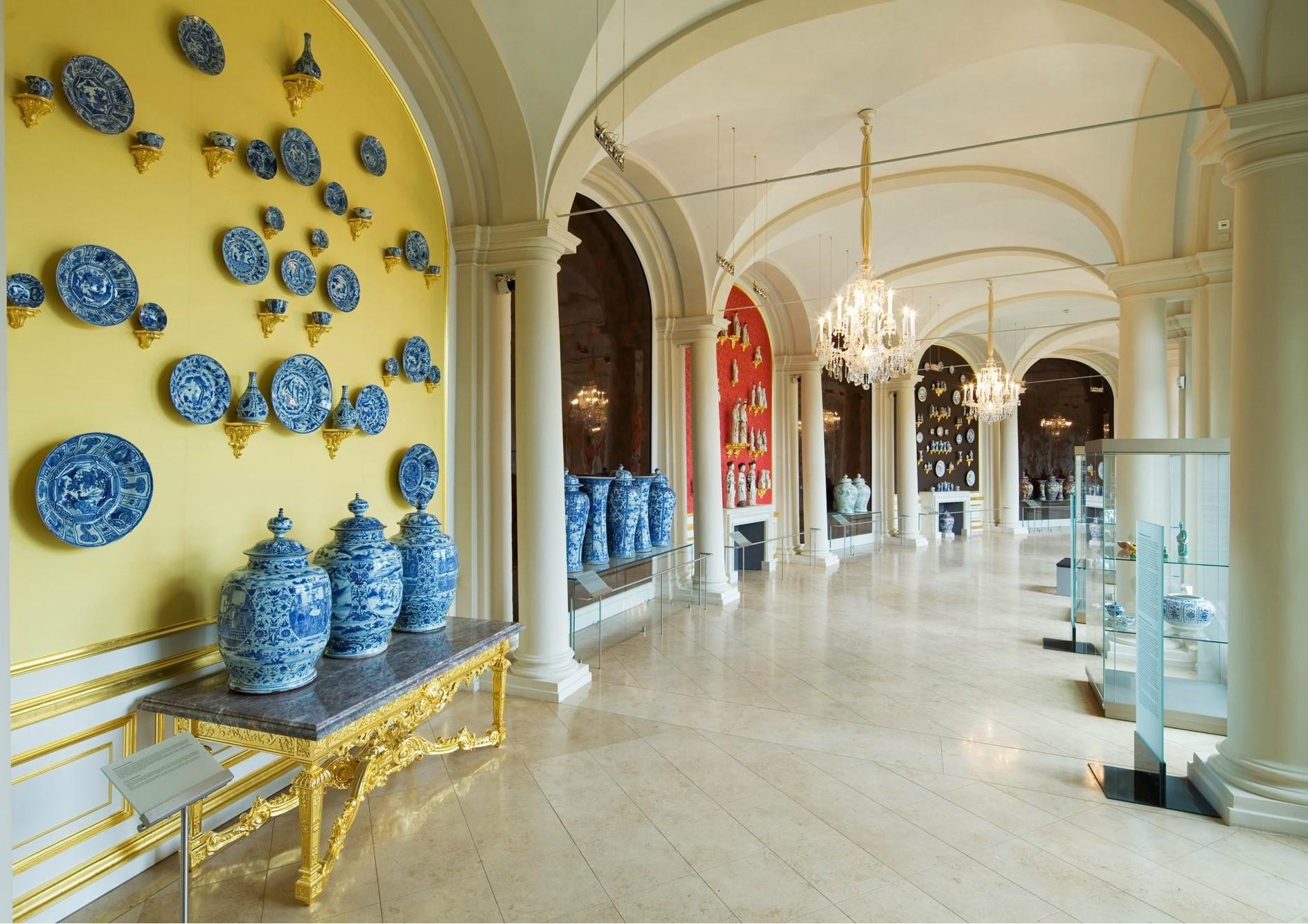 Long gallery of the Zwinger Porcelain Museum Dresden Photo Jürgen Lösel