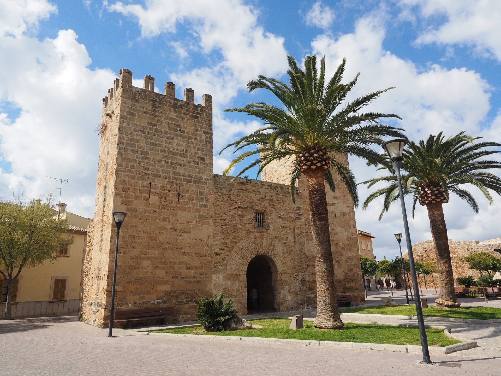 City Gate of Alcúdia in Mallorca Photo Hans Braxmeier Pixabay