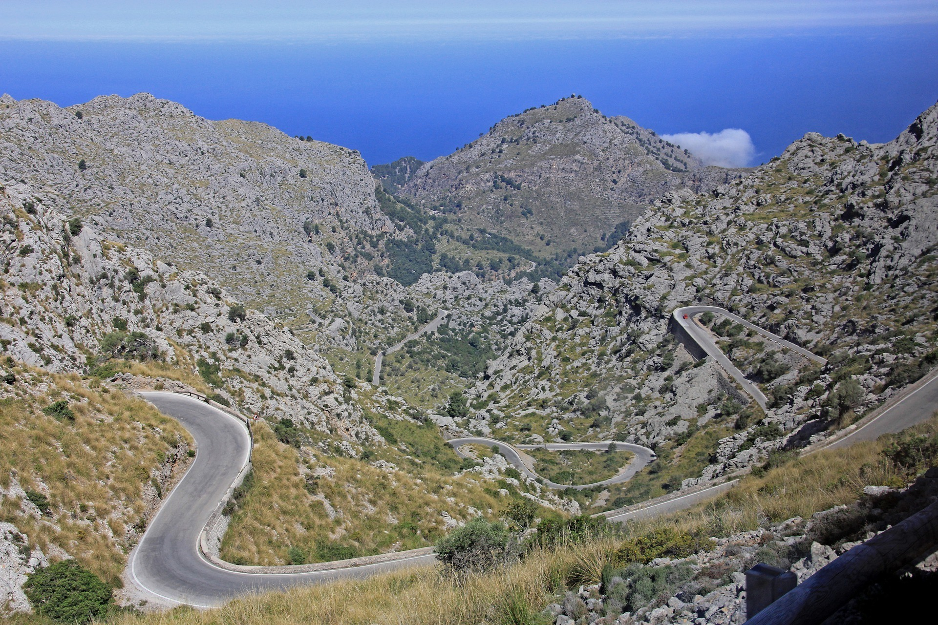 Mountain road in Mallorca Photo Georg Schober on Pixabay