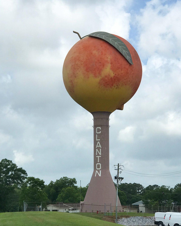 Peaches in Clanton, Alabama Photo: Heatheronhertravels.com