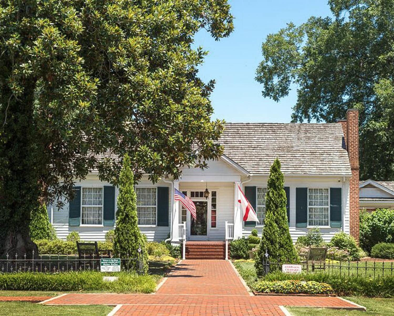 Ivy Green Helen Keller Birthplace © Alabama Tourism Dept / Art Meripol